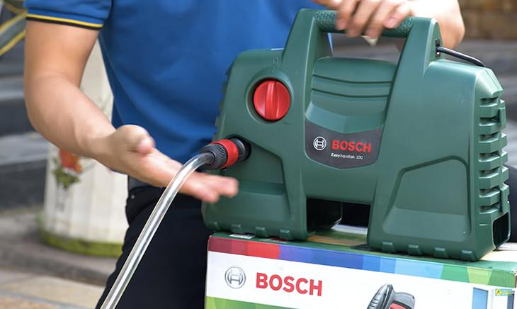 Máy rửa xe áp lực cao Bosch Easy AQT 100sử dụng motor chổi than